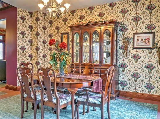 Lindsborg, KS: One of serval dining areas