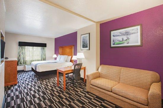 Ada, OK: Guest Room