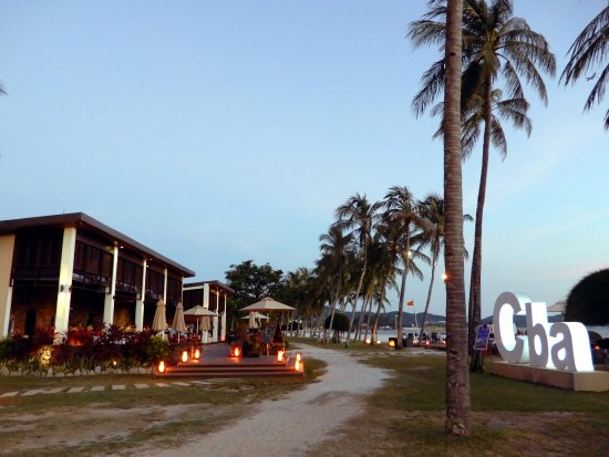 Meritus Pelangi Beach Resort & Spa, Langkawi: Cba Restaurant and bar at twilight.