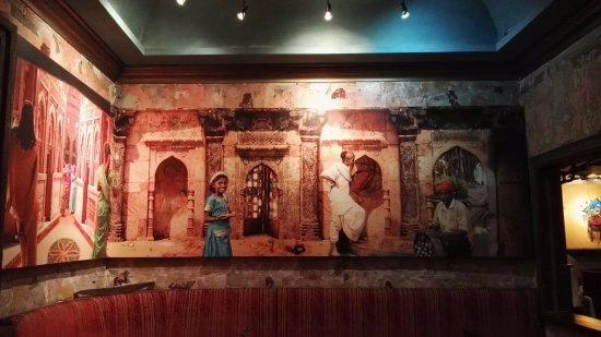 Tin Jo Restaurant: Mural / Salón India