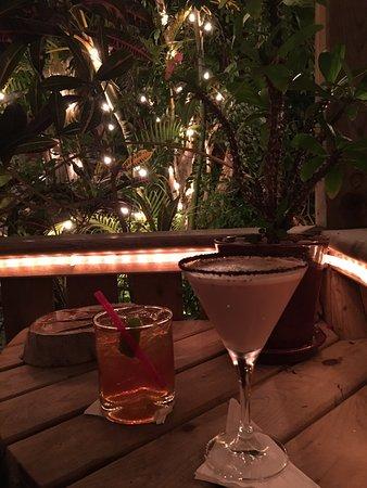 فندق رويال بامز: Drinks out on the patio