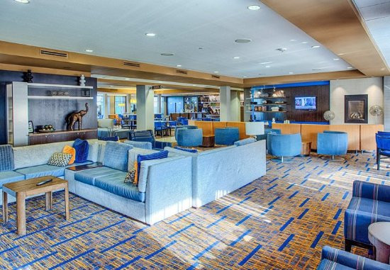 Moorhead, MN: Lobby Seating Area