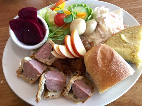Lifton, UK: Traditional Ploughman's Lunch