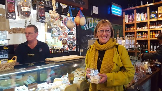 Greytown, New Zealand: New Zealand cheese at C'est Cheese in Featherston