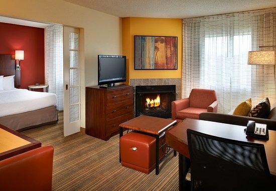 Warren, Мичиган: Two-Bedroom Suite