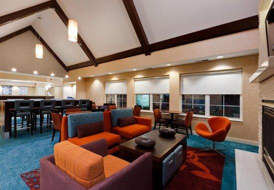 Merrillville, IN: Lobby Sitting Area