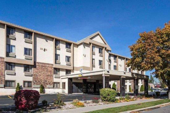 Quality Inn: Hotel exterior