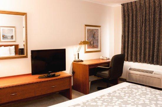 Springdale, OH: Guest Room