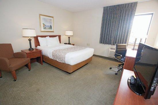 Oak Creek, WI: Guest Room