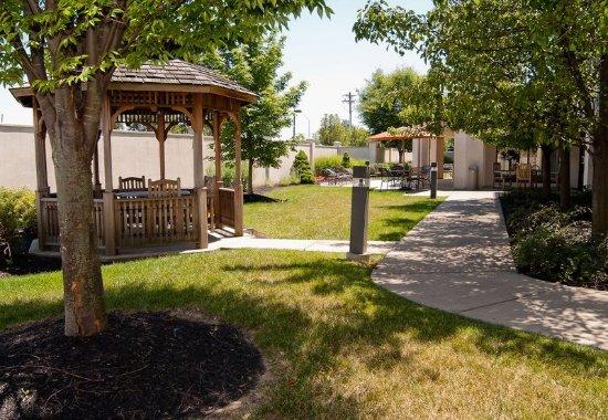 Erlanger, KY: Outdoor Courtyard
