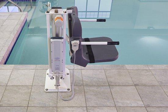 เวโรนา, วิสคอนซิน: ADA/Handicapped accessible Swimming Pool Lift