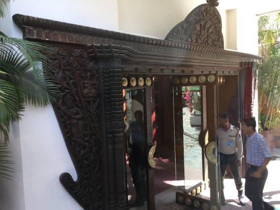 هوتل ياك آند يتي: Entrance