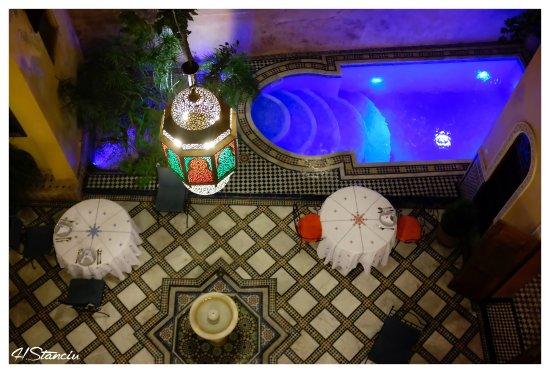 Riad Layalina Fez: Vue du 1er étage sur la piscine du patio