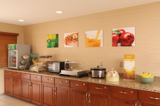 Quality Inn Oakwood: Breakfast is on us!