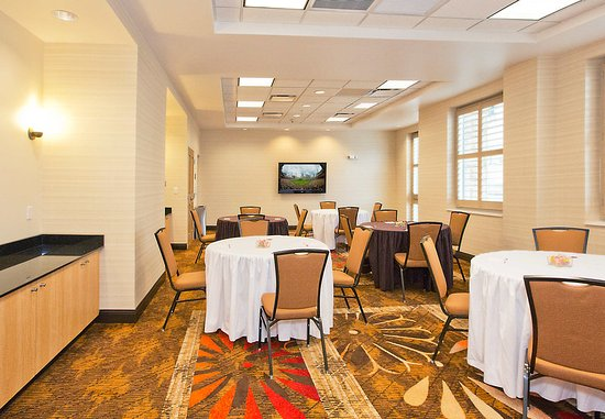Residence Inn Pittsburgh North Shore : Meeting Room – Banquet Setup