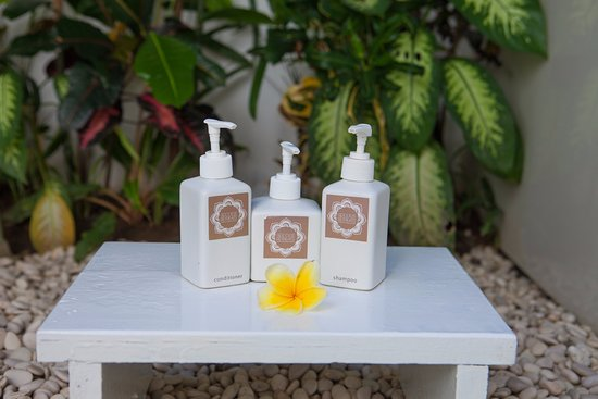 Goddess Retreats: Eco-Friendly Custom Blend Shampoo, Conditioner, Soaps & Lotions for Bali's famous 'Bathe'  shop!