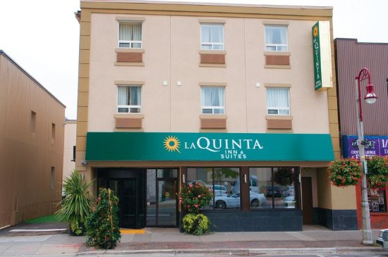 Oshawa, كندا: ExteriorView