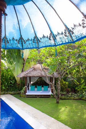 Goddess Retreats: Garden Bale for relaxing by the pool - Divine Package