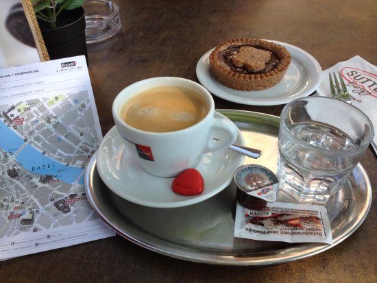 Riehen, Svizzera: Coffee and tart!