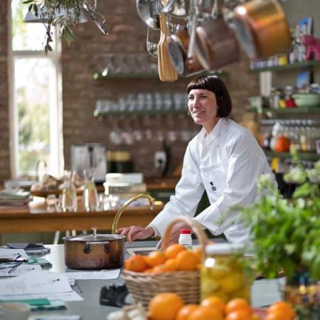 Prince Albert, Güney Afrika: Camilla at work in the African Relish kitchen