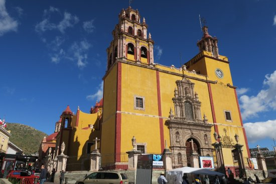 Basilica of Our Lady of Guanajuato: 市のシンボル的建物のひとつ