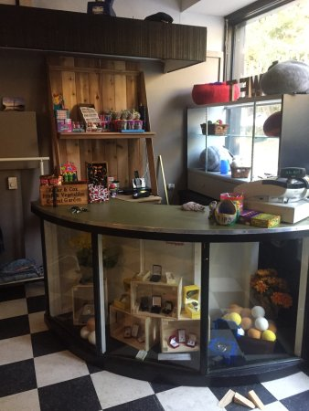 Galiano Island, Canada: Scoops now has a gift shop at new location!