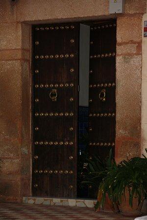 Banos de la Encina, Spain: Une porte au hasard de la balade