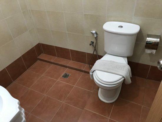 Parit Buntar, มาเลเซีย: 沒有乾濕分離的浴室