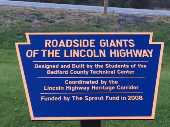 ‪Roadside Giants of the Lincoln Highway‬
