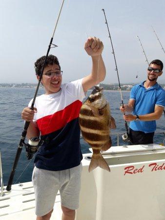 Puerto Jose Banus, Spagna: Pesca con niños. Excursiones de pesca para niños en Marbella.   Kids fishing in Marbella.