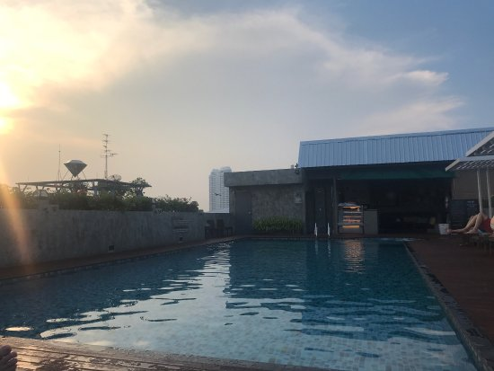 Nouvo City Hotel: Rooftop pool