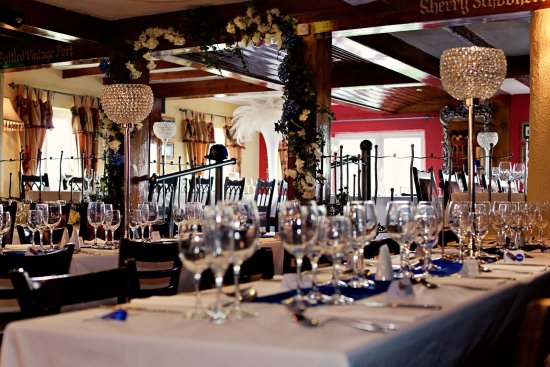 Hillsborough, UK: Function room set up for a wedding