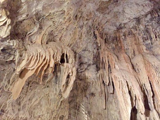 Les Grottes Petrifiantes