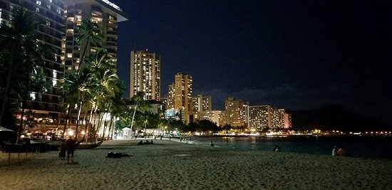 The Royal Hawaiian, a Luxury Collection Resort: Evening view of Waikiki Beach from our hotel