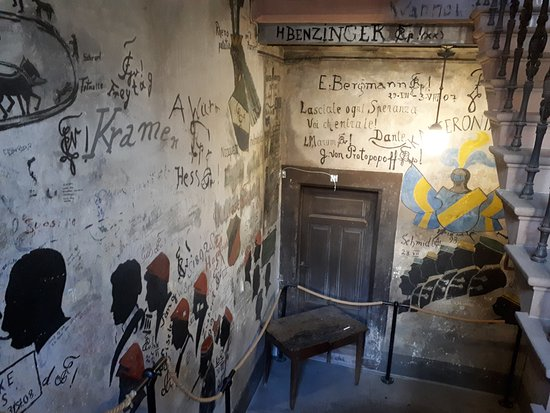 Student Jail (Studentenkarzer) : Every wall is covered in graffiti