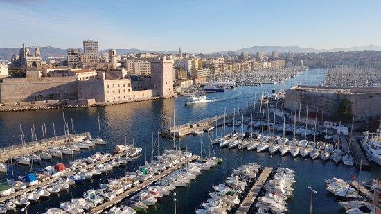 Sofitel Marseille Vieux-Port: vue de la salle du petit déjeuner au 7eme étage