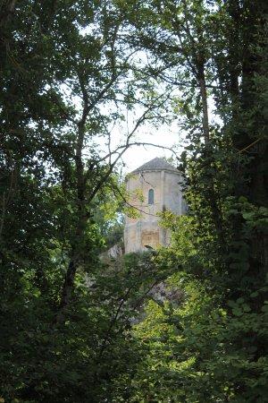 Le Change, France: Vue sur la CHAPELLE d'AUBEROCHE (classée aux monuments historiques), suivre la ballade fléchée