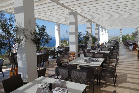 Robinson Club Daidalos: Außenterrasse vom Hauptrestaurant