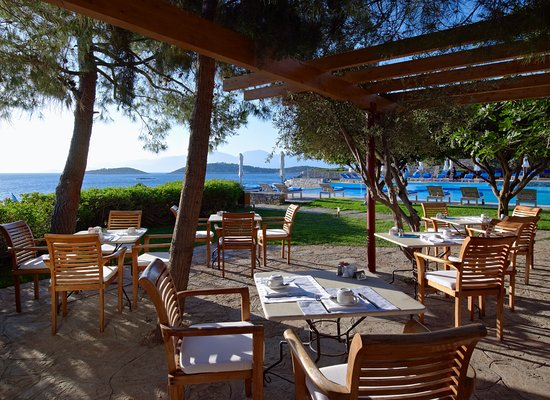 St. Nicolas Bay Resort Hotel & Villas: Club House Breakfast Terrace