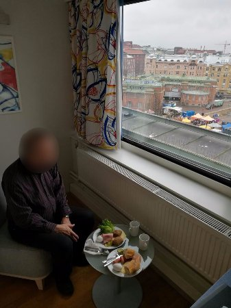 Scandic Hakaniemi: Breakfast in the room, no space in the breakfast room