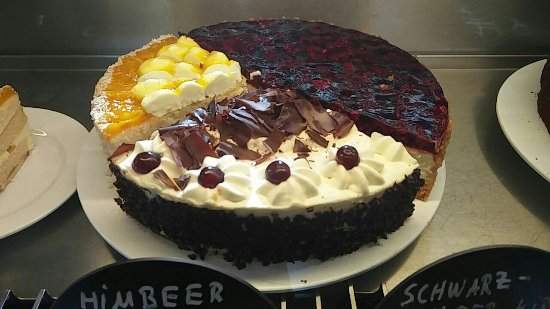 Sehr sehr leckere Kuchen ab 2 90€ Picture of Cafe