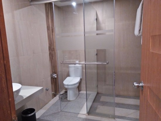 Golden Tulip Essential Belitung: Clean Bathroom