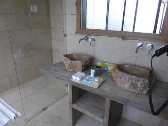 Salle de bains très moderne avec douche à l\'italienne - Photo de Le ...