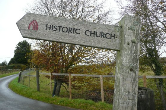 Goodnestone, UK: A sign post to the church
