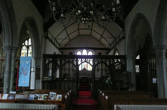 Hernhill, UK: The altar area