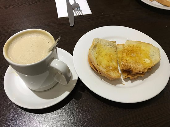 Greenford, UK: Coffee with some nice buttered toast