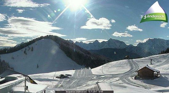 Arnoldstein, Austria: Vorbereitungen auf die Wintersaison 2017/2018! Wir freuen uns auf eine Schneereiche Saison.