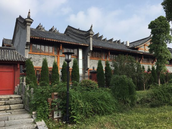 The back door of Jingzhou Museum which we missed. So close yet so far...