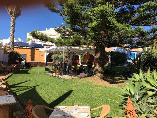 Fortaleza da Luz Restaurante: Garden at Jazz time