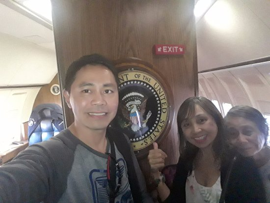 Simi Valley, CA: My mom and my sis inside the Air Force One